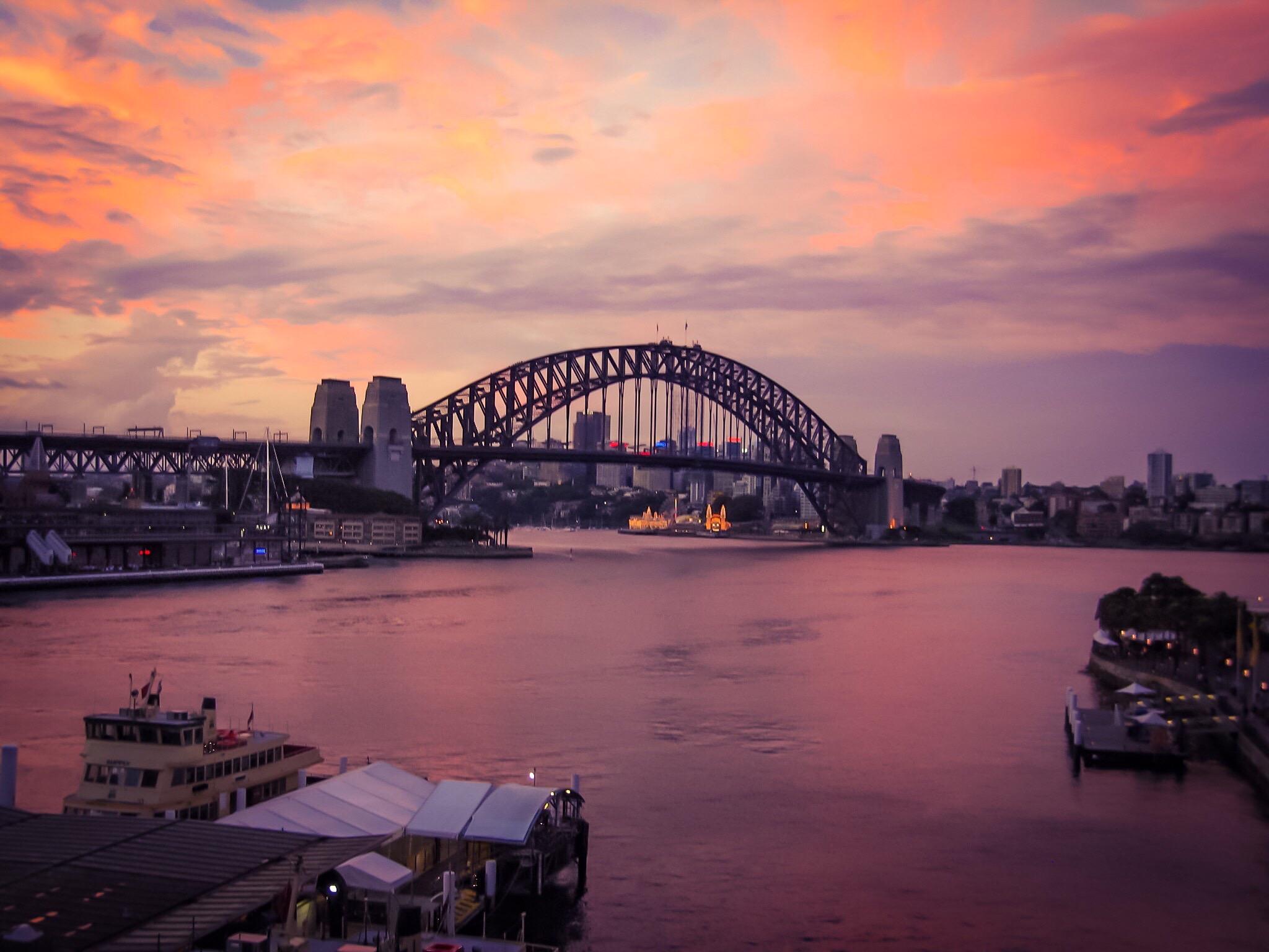 Sydney Harbour Bridge, Jan 2006. Camera: Canon S80 (compact)